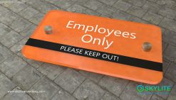 door_sign_6-25x11_acrylic_plastic_employees_only00002