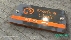door_sign_6-25x11_metal_etching_medical_clinic00002