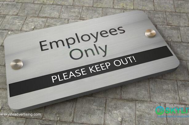 door_sign_6-25x11_versaboard_withWoodVinyl_employees_only00001