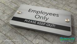 door_sign_6-25x11_versaboard_withWoodVinyl_employees_only00002