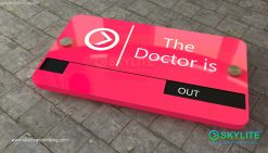 door_sign_6-25x11_painted_versaboard_doctor_in_out00002